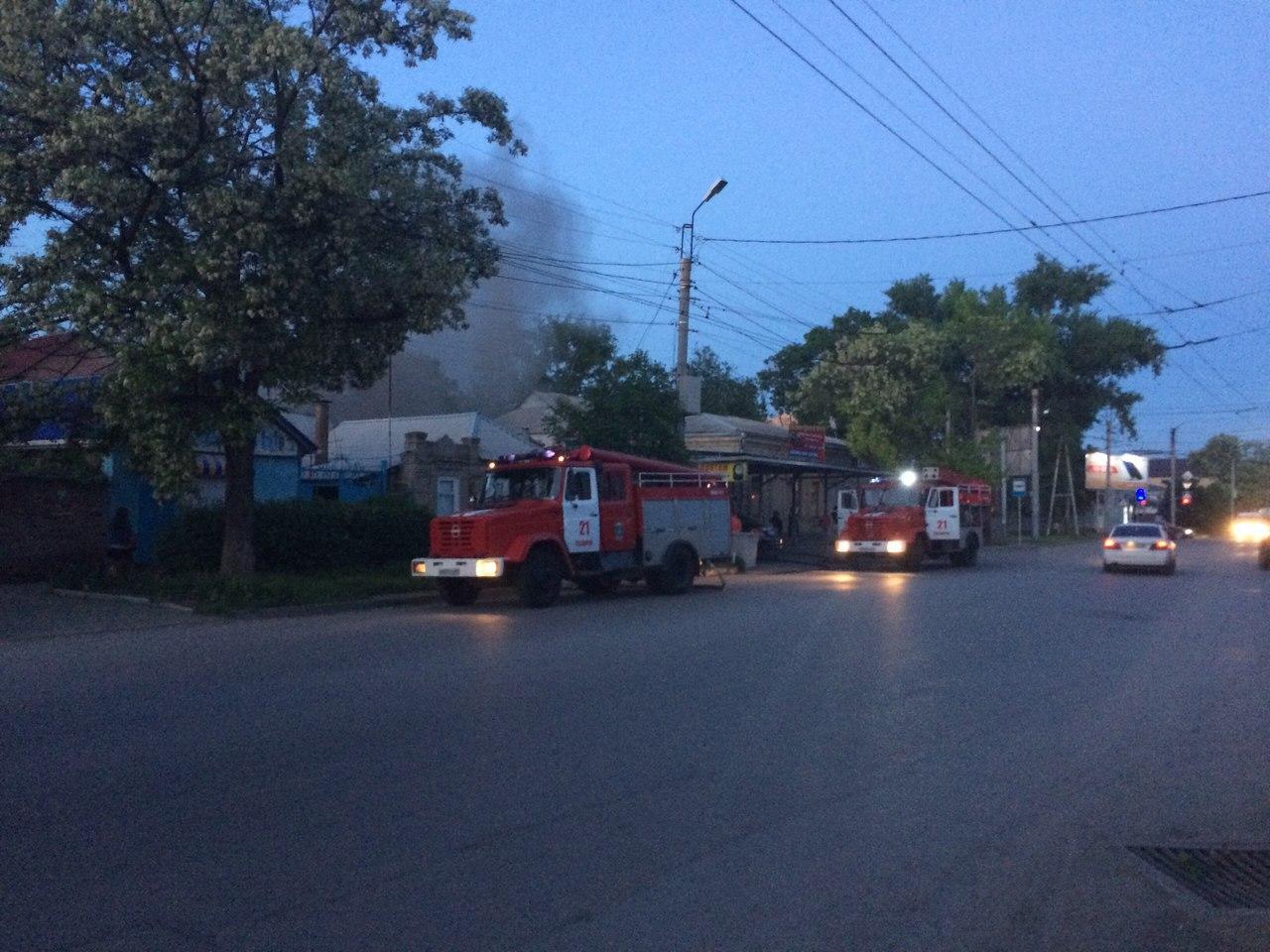 В центре Таганрога горела шиномонтажка. ВИДЕО