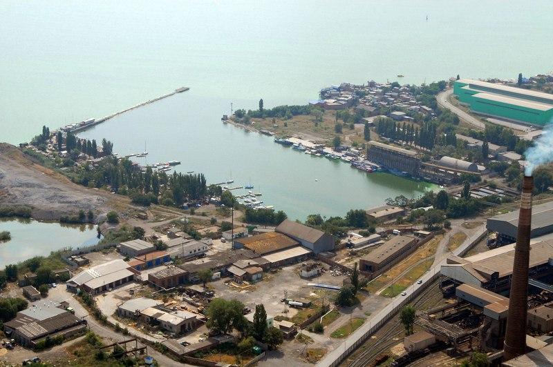 В Таганроге в Андреевской бухте нашли снаряд 75 мм, выставлено оцепление