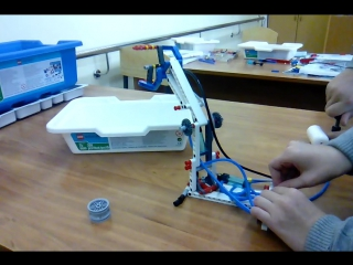 это сделал я на кружке по робото технике