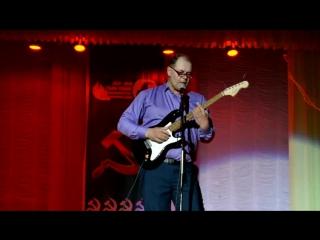 "На концерте команды ""Адреналин"" 27 апреля 2017 года, гитарист Андрей Тарасов. Покровск."