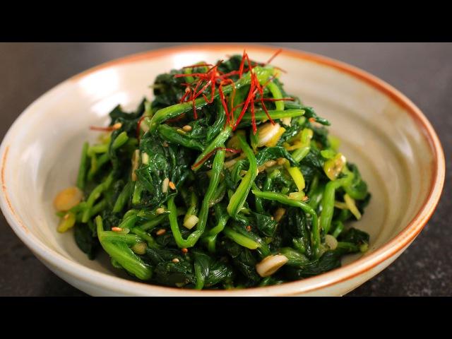 Spinach side dish Sigeumchi namul 시금치나물