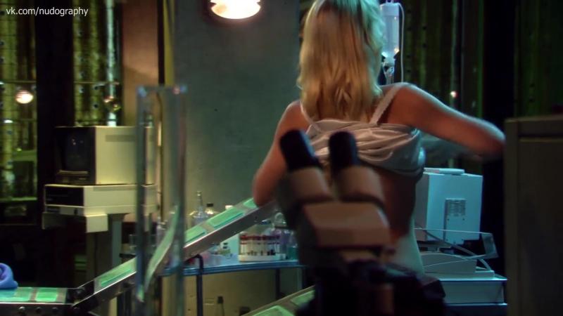 Хелена Мэттссон (Helena Mattsson) переодевается в фильме Особь: Пробуждение (Species: The Awakening, 2007, Ник Лион) 1080p