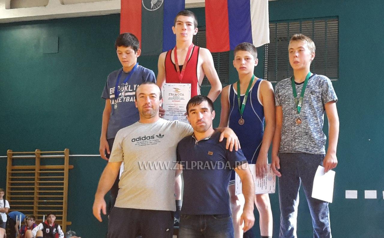 Борцы из Сторожевой золотые призеры Первенства КЧР