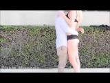 Öpüşme Oyunları Çocuk önüne gelen kız ile öpüşüyor