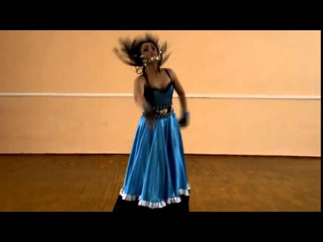 Цыганский танец в исполнении красивой цыганки