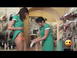 Фото девушки примеряют страпомы фото 594-49