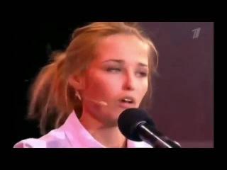 Девушка копирует голоса знаменитостей,один в один.Amazing show.