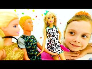 ПОКАЗ МОД для БАРБИ и Друзей! Игры для девочек одевалки. Модная одежда для кукол. Игрушки видео