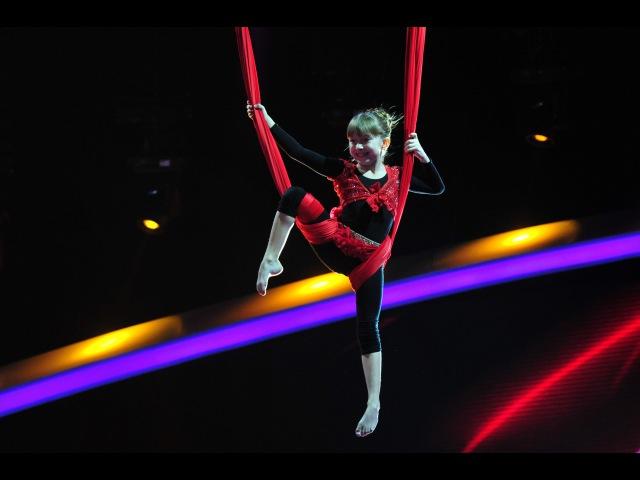 Denisa Pedolu, număr spectaculos de acrobație cu eșarfe