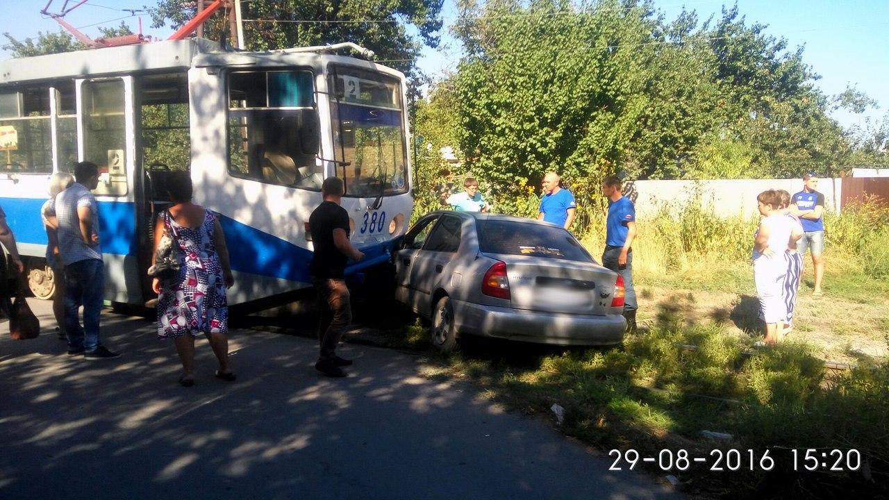 В Таганроге «двойка» протаранила Hyundai Accent