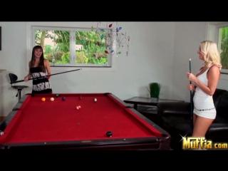 Molly Cavalli & Capri Anderson (Kiss Shot) / Выстрел поцелуя [2009 г., Lesbian]