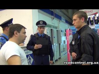 Охранник напал на девушку в магазине Перекрёсток (Украина). Снимать нельзя!