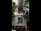 Пожарные спасли 7 человек при тушении пожара в жилом доме на Щелковском шоссе в Москве.