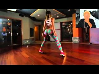 Hermosa Chica baila muy sexy tras la Camara
