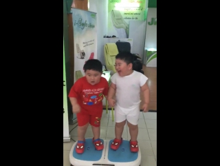 Tintu-Mon - These two kids are having the BEST time on this fat...(720p)