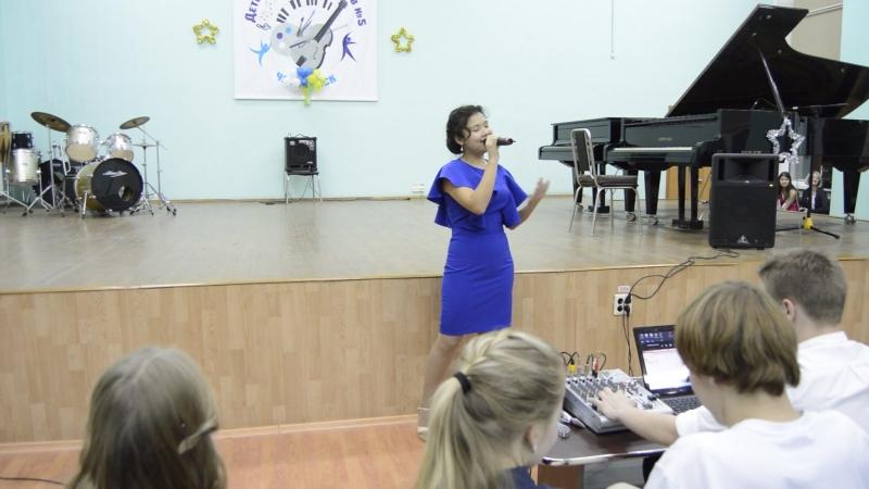 Сольный концерт Алины Байгильдиной последний номер ДШИ№5 пр.Пономаренко Н.Н.