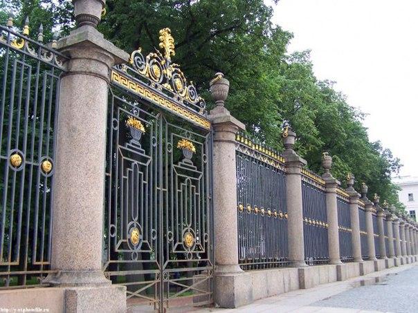 Конечно же, речь идет о самом старом, самом первом парке Санкт-Петербурга — Летний сад