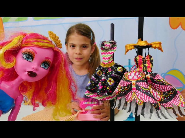Kız oyunları MonsterHigh Elis'in dükkanında alışveriş yapıyorlar Eğlenceli kukla oyunları