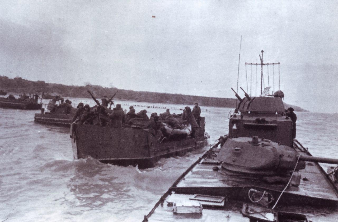 Тендеры и бронекатера с десантом