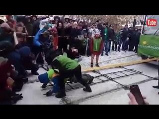 Девушка сдвинула трамвай с места весом около 42 тонн