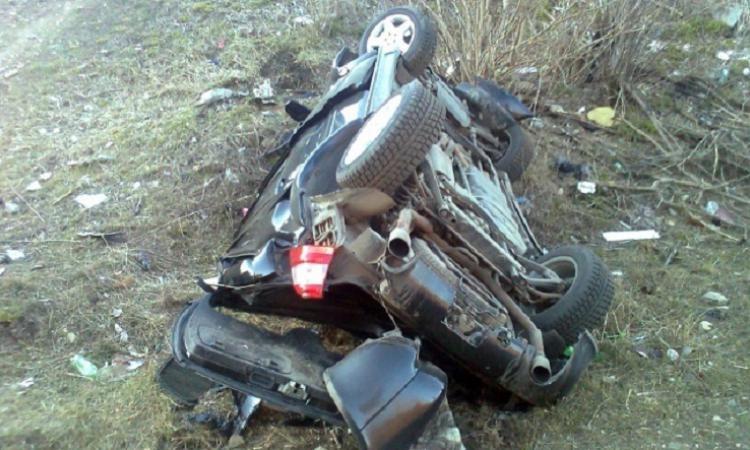 В Дангаре машина сорвалась в пропасть, трое погибли