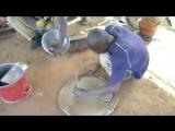 Африканские жестянщики делают печи из стальной бочки