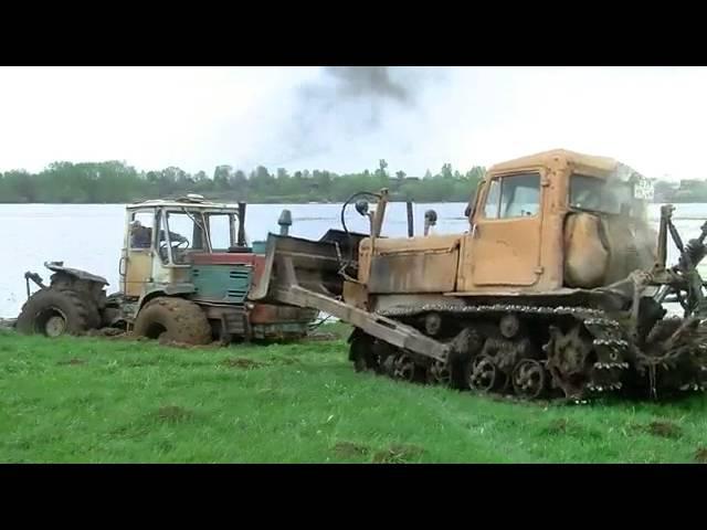 Как не надо вытаскивать автомобиль из грязи