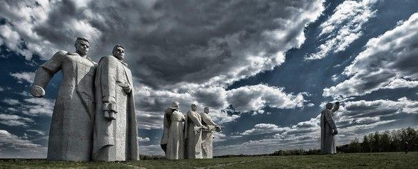Мемориал героям-панфиловцам в Дубосеково