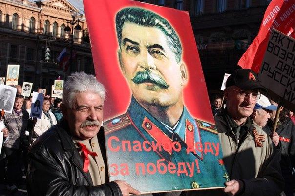 ФОМ: половина россиян одобряет действия Сталина в