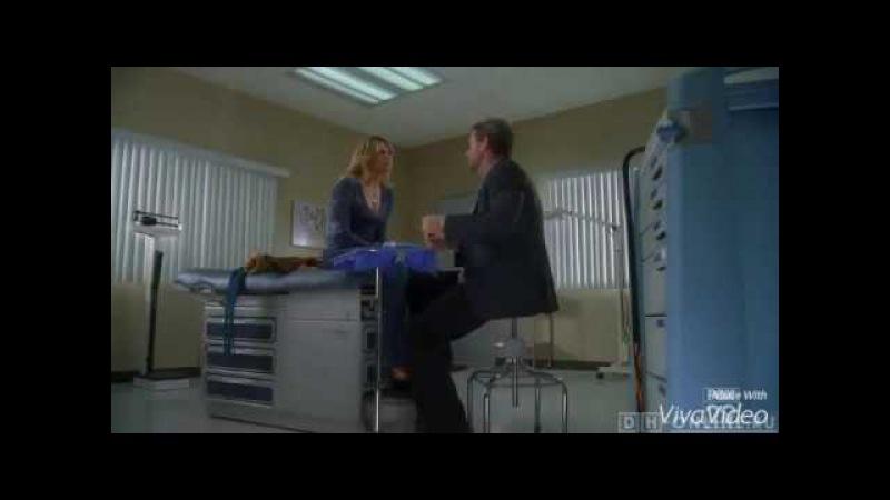 Доктор Хаус осматривает пациентку, которая практикует шоу с ослом
