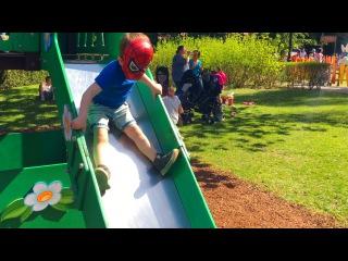 ЛитлБой Адам Человек Паук Развлекается в Парке Аттракционов Spider-Man have Fun Plopsa Coo