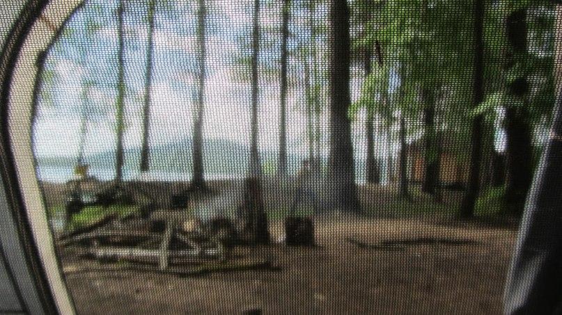 На Таганай с палатками. Входы в палатку закрывались москитными сетками