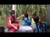 Desi Girls are Taking Bath Outside on Tube Well || Pakistani Girls || Village Girls