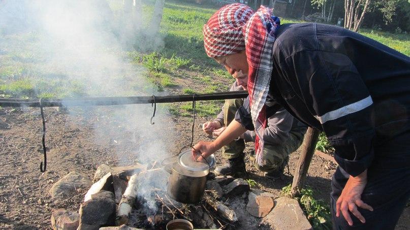 Приготовление пищи на кострище в приюте Таганай