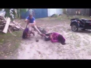 Сельская драка во дворе! Русская глубинка! Rural fight in the yard! Russian backwoods!