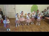 Отчётный концерт младшей группы (2,5-3,5 года), танцы Матрёшки и Веселый гном. Детский клуб Совушка