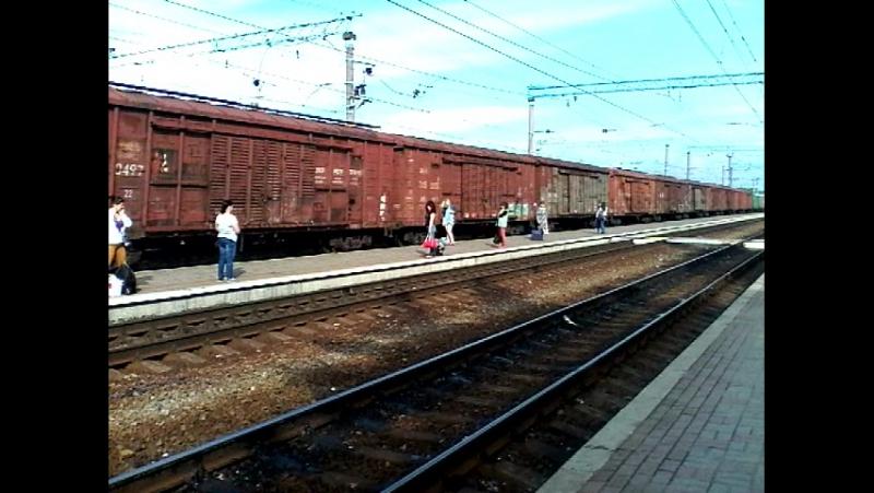 Электровоз вл11.8-662 с грузовым поездом запчасти для электротурбин, станция Изюм