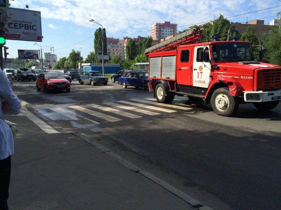 Курьезное ДТП в Харькове (ФОТО, ВИДЕО)