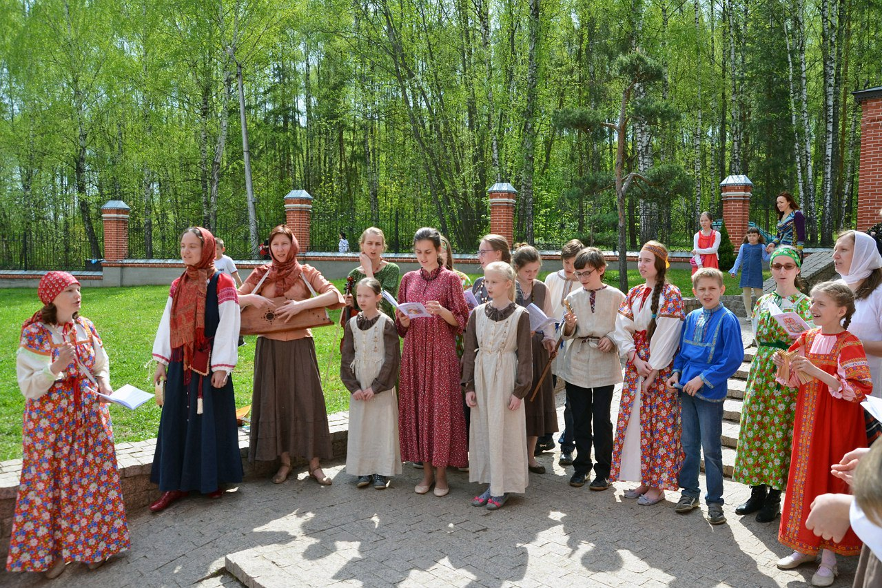 Пасхальные гулянья в Вертограде