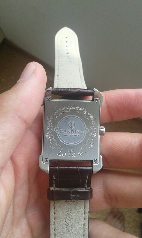 Продам часы, подарок от бывшего акима. Цену не знаю. Предлогайте цены или вариан...