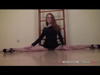 Фелиция - красивая, рыжая гимнастка модель демонстрирует растяжку ног. Серия -04. Рекомендую!