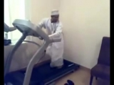 Араб впервые на беговой дорожке! Я рыдал от смеха