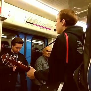 Круто спел You will never know в московском метро
