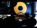 J Dilla - Donuts (Intro) Spinning on Vinyl