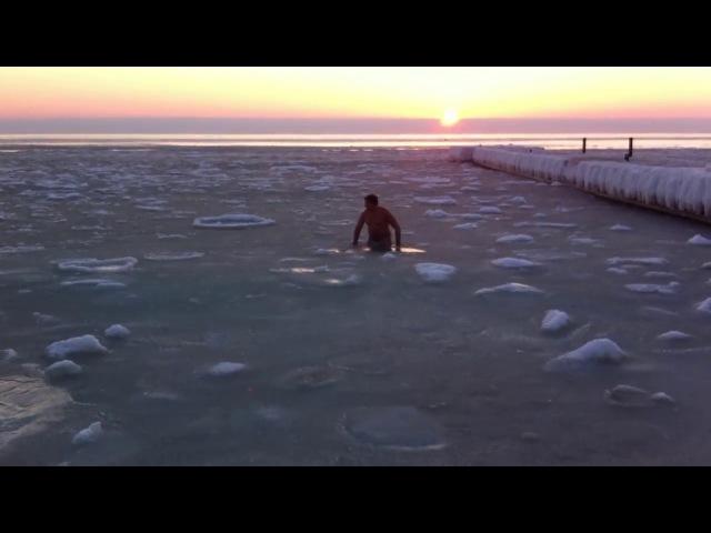 Купание в замерзшем море! Одесса,1 февраля