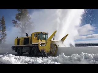 Уборка снега в Йеллоустонском Национальном парке, США (31.03.17).