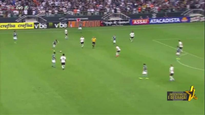 Willian acerta travessão contra Corinthians