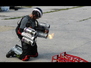 Предприниматель из Великобритании изготовил летающий прототип костюма Железного Человека  [Рифмы и Панчи]