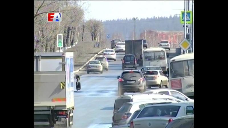 В Первоуральске начинается сезон дорожных работ. Накануне большого ремонта чиновники и депутаты вышли в рейд по улицам города.