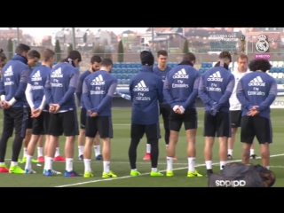 A minute of silence before #RMtraining today for Real Madrid legend Kopa who passes away today